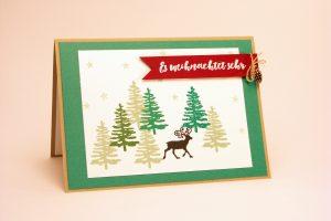 Weihnachtskarte mit gestempelten Tannenbäumen